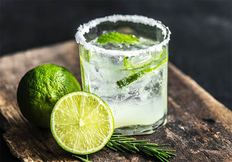Herbs in Cocktail Drinks – From Mixology to Mocktails